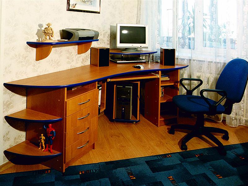 Стол компьютерный угловой с полками фото.