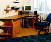 угловой компьютерный стол в детской